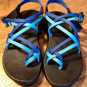 WOMEN'S CHACO BLUE SIZE 9